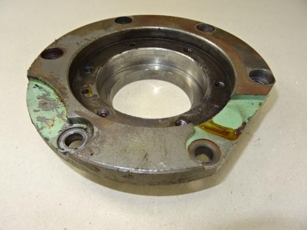 Lagerdeckel 016 100 010 010 für Ritzelwelle MWM KD 211 Z Motor vom Fendt Fix 2 FW 120 Traktor