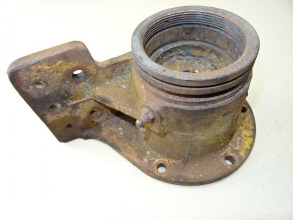Wasserpumpenhalterung für D57 Motor vom Hanomag R40 R45 Traktor