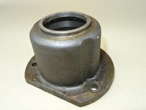 Lagerdeckel 028 211 04 00 (bei Antriebswelle) für T25 Getriebe vom Porsche Diesel Traktor