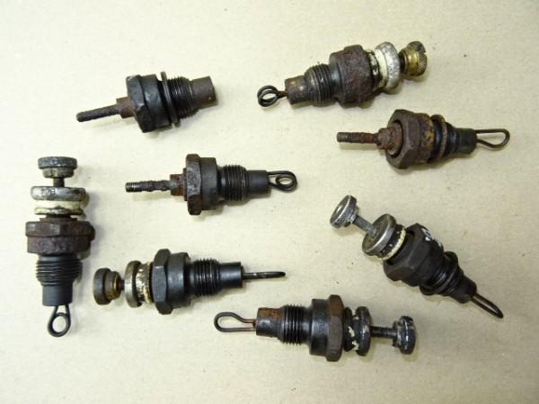 8 St. Glühkerzen (nicht geprüft) für D57 Motor vom Hanomag R40 R45 Traktor